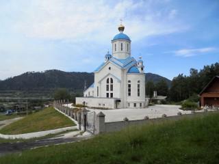 Храм св.Евдокии расположен в живописном месте