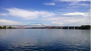 Мост, ведущий к посёлку городского типа Берёзовка (Фото: Владимир Моисеенко)
